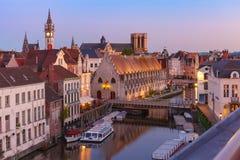 Kade Graslei in de ochtend, de stad van Gent, België royalty-vrije stock fotografie