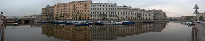 Kade van rivierfontanka in St. Petersburg in Rus Stock Afbeeldingen