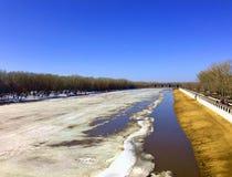 Kade van Ural-rivier stock afbeelding