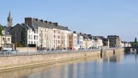 Kaden van de rivier van Sarthe in Le Mans, Franse stad stock footage