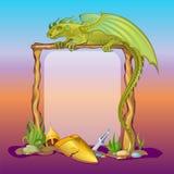 Kader met een een een draakhelm, zwaard en schild Stock Afbeeldingen