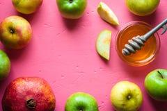 Kader van appelen, granaatappel en honing voor Rosh Hashanah Stock Foto