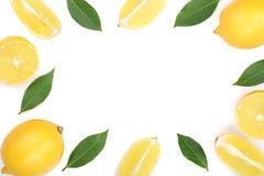 Kader van citroen met bladeren op witte achtergrond met exemplaarruimte voor uw tekst Vlak leg, hoogste mening Stock Fotografie