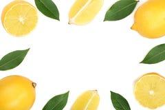 Kader van citroen met bladeren op witte achtergrond met exemplaarruimte wordt geïsoleerd voor uw tekst die Vlak leg, hoogste meni Stock Fotografie