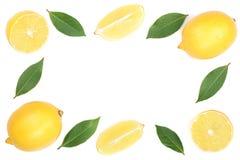 Kader van citroen met bladeren op witte achtergrond met exemplaarruimte wordt geïsoleerd voor uw tekst die Vlak leg, hoogste meni Stock Afbeeldingen