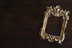 Kader van de Antiq het gouden foto in Rococo'sstijl, op dark royalty-vrije stock fotografie