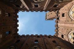 Kader van de oude bouw van stal in Siena, Italië stock afbeeldingen