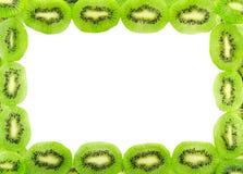 Kader van de verse die plakken van het kiwifruit op een wit wordt geïsoleerd Royalty-vrije Stock Foto's