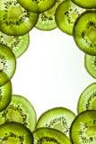 Kader van gesneden kiwifruit Stock Foto