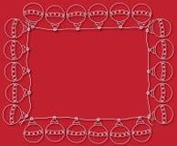 Kader van Kerstmisballen op rode achtergrond Stock Fotografie