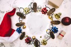 kader van Kerstmisdecoratie die wordt gemaakt Royalty-vrije Stock Afbeeldingen