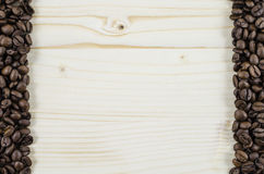 Kader van koffiebonen op houten lijst Achtergrond Royalty-vrije Stock Foto