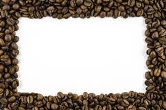 Kader van koffiebonen op witte achtergrond Stock Fotografie