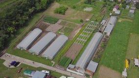 Kader van serres, hoogste mening klem Bouw van serres op het gebied Landbouw, agrotechnics van gesloten stock videobeelden