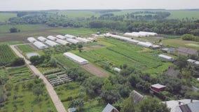 Kader van serres, hoogste mening klem Bouw van serres op het gebied Landbouw, agrotechnics van gesloten stock footage