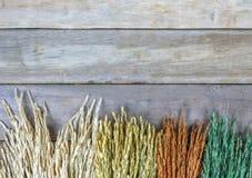 Kader van tarwe of padie, als mooie bloemen op houten achtergrond Stock Foto's