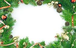 Kader van verfraaide die Kerstboom op witte achtergrond wordt geïsoleerd Royalty-vrije Stock Fotografie
