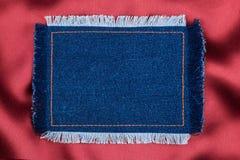Kader voor de tekst van een jeansstof met de gestikte lijnen van een oranje draad en omzoomd Stock Foto's