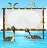 Kaderontwerp met dinosaurussen in het overzees Stock Fotografie