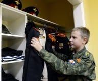 Kadet przy garderobą w kadetów korpusach policja Fotografia Royalty Free