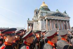 Kadettdeltagare av den ryska armén ståtar Victory Day - Maj 9 Royaltyfria Bilder