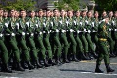 Kadetten der Militärraum-Akademie genannt nach A f Mozhaisky während der Parade, engagiert zu Victory Day auf Rotem Platz lizenzfreies stockfoto