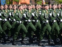 Kadetten der Militärraum-Akademie genannt nach A f Mozhaisky während der Parade, engagiert zu Victory Day auf Rotem Platz lizenzfreies stockbild