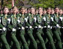 Kadetten der Militärraum-Akademie genannt nach A f Mozhaisky während der Parade, engagiert zu Victory Day auf Rotem Platz stockfotos