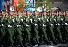 Kadetten der Militärraum-Akademie genannt nach A f Mozhaisky während der Parade, engagiert zu Victory Day auf Rotem Platz stockfoto