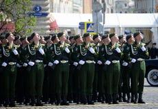 Kadetten der Militärraum-Akademie genannt nach A f Mozhaisky während der Parade, engagiert zu Victory Day auf Rotem Platz stockbild