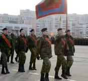 Kadetten des Moskau-Kadett-Korps von Gerechtigkeit bereiten sich für die Parade am 7. November im Roten Platz vor Stockfoto