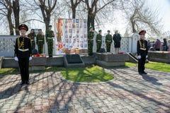 Kadetten stehen im Schutz der Ehre in Victory Memorial während der Feier von Victory Day stockbild