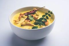 Kadhi Pakoda oder pakora, indische Küche, selektiver Fokus Stockfotos