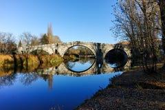 Kadin najwięcej - 15 wiek kamienia łuku most nad Struma rzeką przy Nevestino zdjęcie royalty free