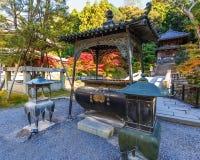 Kadzidłowy palnik W przy świątynią w Kyoto Obraz Royalty Free