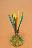 Kadzidłowy zdrój, kadzidło kije zamaczał w aromata istotnych olejach Obrazy Stock