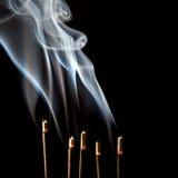 kadzidłowi dymni kosmki Obrazy Royalty Free