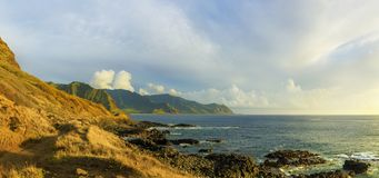 Kaena点日落的国家公园,奥阿胡岛,夏威夷,美国 免版税库存图片