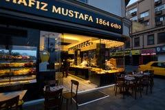 Kafé i den Istanbul gatan Royaltyfria Bilder