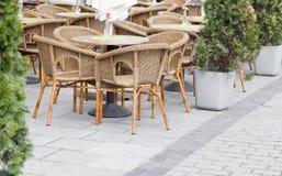 Kafé i stadmarknad Arkivbild