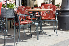 Kafé i stadmarknad Arkivbilder