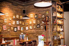Kafé i tappningstil Lvov Ukraina Royaltyfria Foton