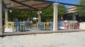 Kafé på baechen, Grekland royaltyfri fotografi