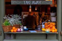 Kafé på den berömda Stortorget fyrkanten i hjärtan av gamla stadgummin arkivfoto