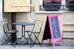 Kafé på gatan i den Lviv staden Royaltyfri Fotografi