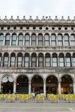 Kafé på piazza San Marco Arkivfoto