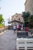 Kafé på stranden av den gamla Budvaen i Montenegro Arkivfoton