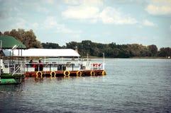 Kafé på vattnet Royaltyfria Bilder