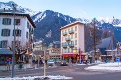 Kafé restaurang i mitten av staden, Chamonix, Frankrike Royaltyfria Bilder