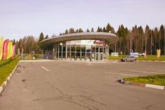 KaféBaranka Ryssland Vologda region Huvudväg Kholmogory arkivbilder